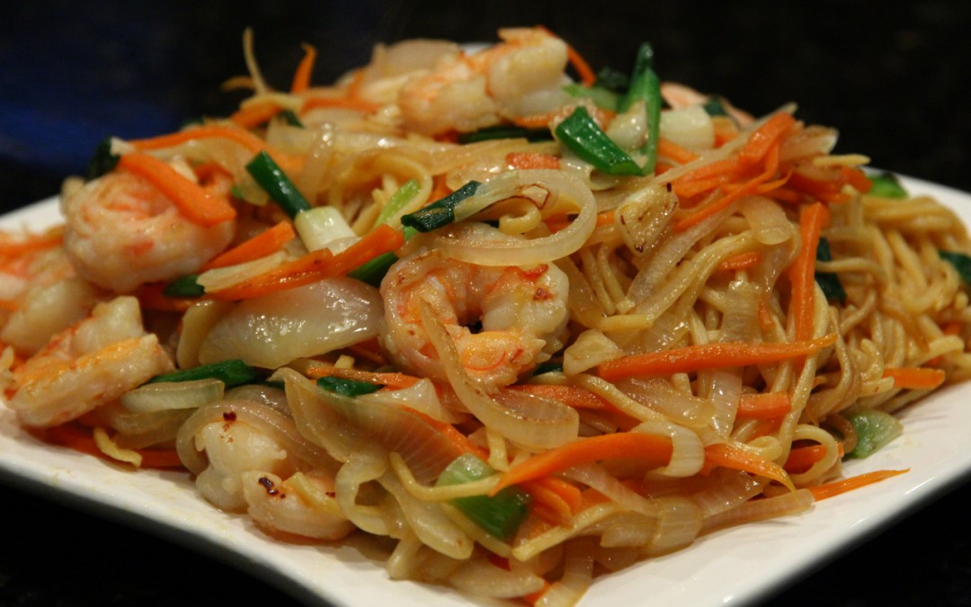 Very simple and delicious stir-fried noodles with shrimp. It can be a ...